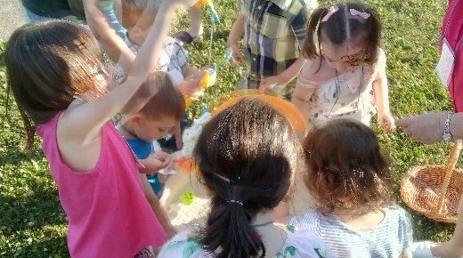 Kerr VBS 2018 kids at the water table