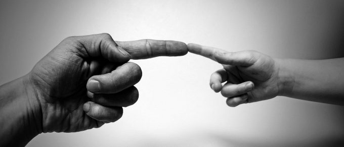Adult and chlid finger touch, Pixabay