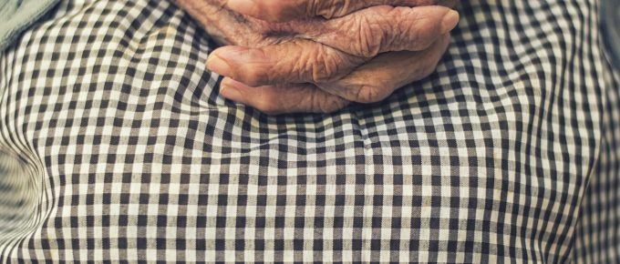 elderly-hands in prayer, Pixabay